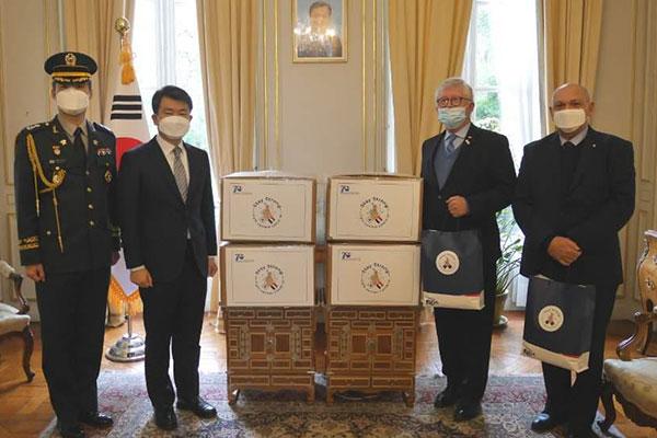 Séoul transmet 40 000 masques aux anciens combattants français de la guerre de Corée