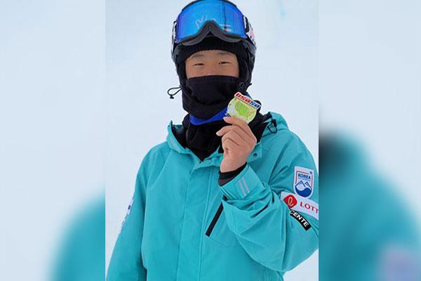 Snowboarder Lee Chae-un siegt bei FIS Cup