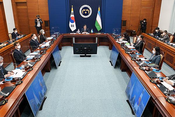 雅诗-韩国和乌兹别克斯坦举行视频首脑会谈 宣布贸易协定谈判开始