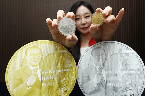 Gedenkmedaillen für südkoreanischen Fußballtrainer Park Hang-seo ausgegeben