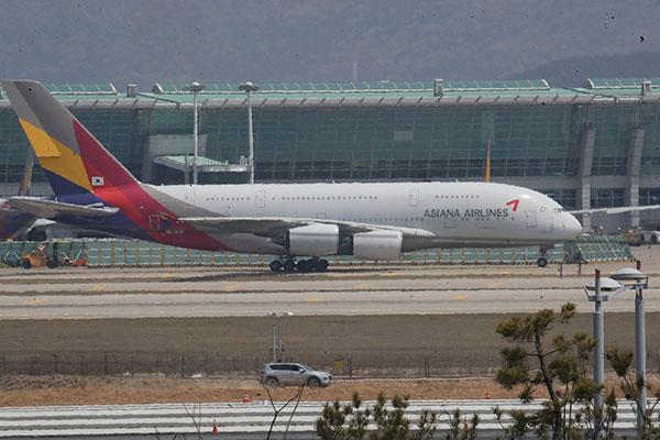 Asiana reconvierte otros dos aviones de pasajeros a transporte de carga