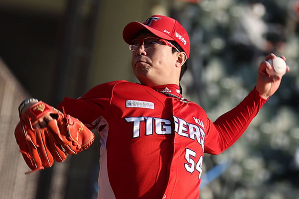 Yang Hyeon-jong Signs Minor League Deal with Texas Rangers