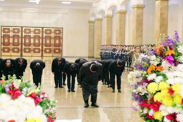 Chủ tịch Kim Jong-un đến xem biểu diễn kỷ niệm ngày sinh cố Chủ tịch Kim Jong-il