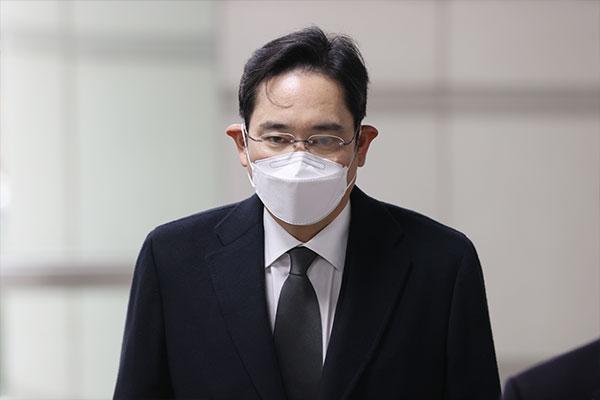 حكم قضائي قد يمنع نائب رئيس سام سونغ من إدارة الشركة خلال وجوده في السجن
