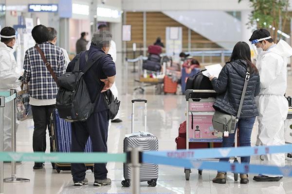 Tất cả người nhập cảnh từ nước ngoài bắt buộc nộp xét nghiệm âm tính COVID-19 từ ngày 24/2