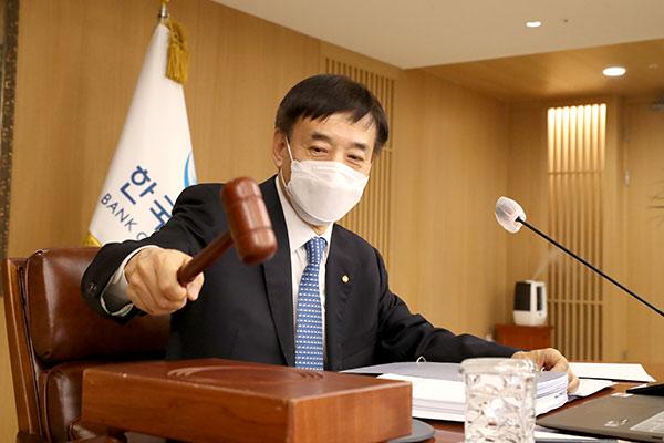 韓国銀行 政策金利を0.5%に据え置く決定