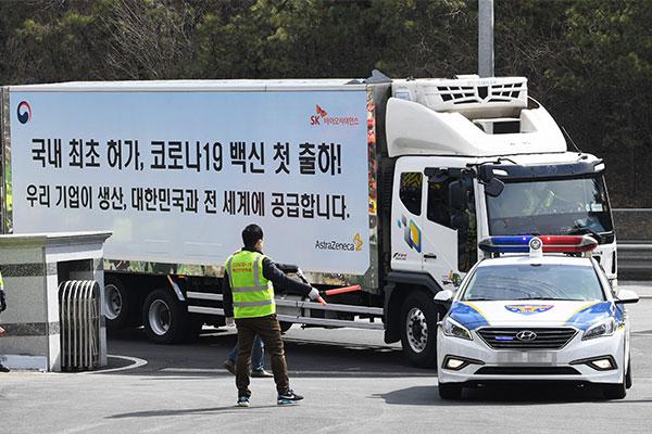Corea traslada las vacunas a centros de salud de todo el país