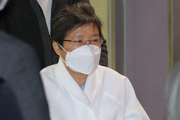 検察 朴槿恵前大統領の罰金・追徴金徴収に着手か