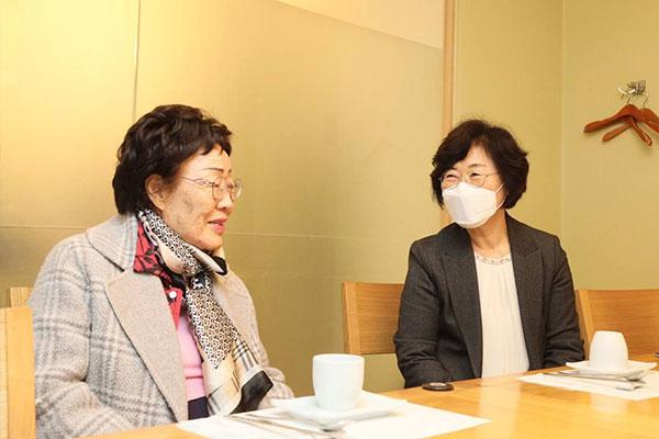 La ministre de l'Egalité des sexes s'est entretenue avec une ancienne « wianbu »