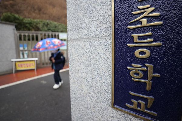 韩2日起幼儿园、小学1~2年级和高三学生每天返校上课