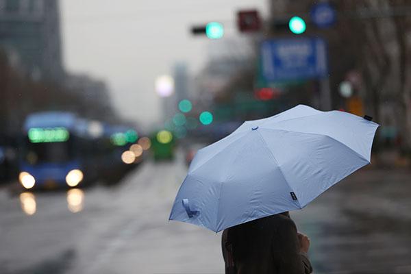 Viernes templado con lluvias en Jeju y la costa sureste