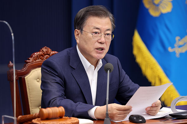 Moon Accepts Prosecutor General Yoon's Intent to Resign