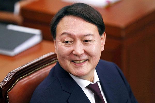 الرئيس الكوري مون يقبل استقالة النائب العام بعد ساعة من تقديمها