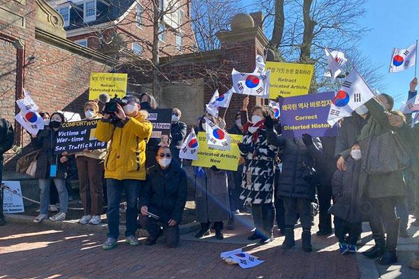 Hội người Hàn tại Mỹ biểu tình phản đối luận văn của giáo sư Harvard về nô lệ tình dục thời chiến