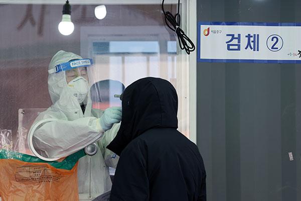 ارتفاع عدد الإصابات اليومية بفيروس كورونا في كوريا إلى 446