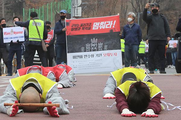 韩政府和民众通过各种方式援助缅甸反政变群众