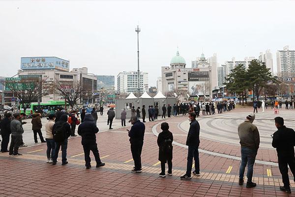 韩新增415例新冠病例 周五发布新一轮防疫措施
