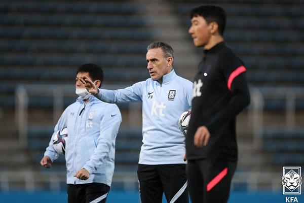 サッカー韓日戦 韓国が0対3で完敗