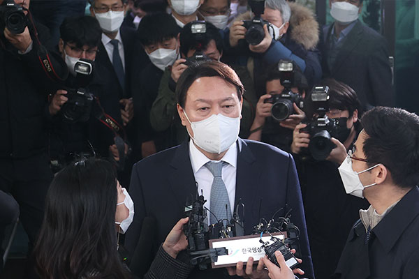 Fmr. Chief Prosecutor Yoon Seok-youl Not Ruling Out Meetings with Politicians