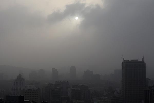 韩遭遇6年来最强沙尘暴 细颗粒物和重金属浓度高