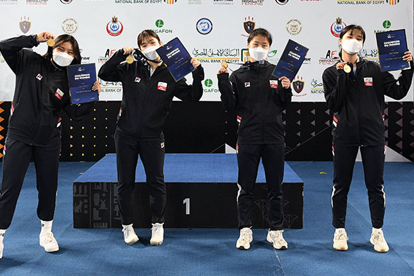 韩国击剑队夺得世界青年锦标赛女子佩剑团体冠军