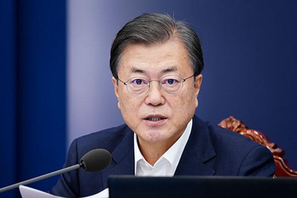 الرئيس الكوري يبعث برسالة إلى ولي عهد أبوظبي