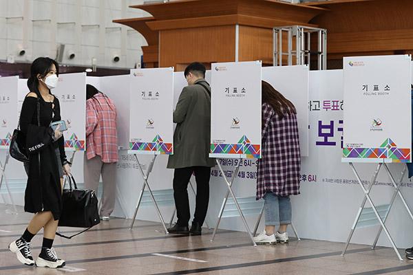 Nachwahlen: Stimmabgabe mit Maske und auf Vorlage des Personalausweises bis 20 Uhr möglich