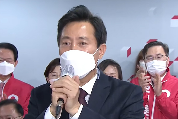 ソウル・釜山市長選の出口調査結果 野党候補が優勢