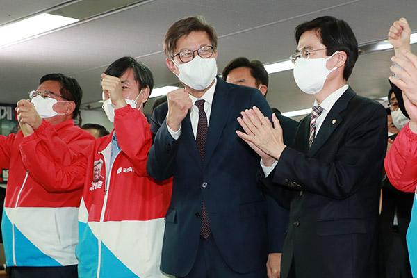 4.7再选补选出口调查:国民力量党领先 吴世勋59.0%、朴亨埈64.0%