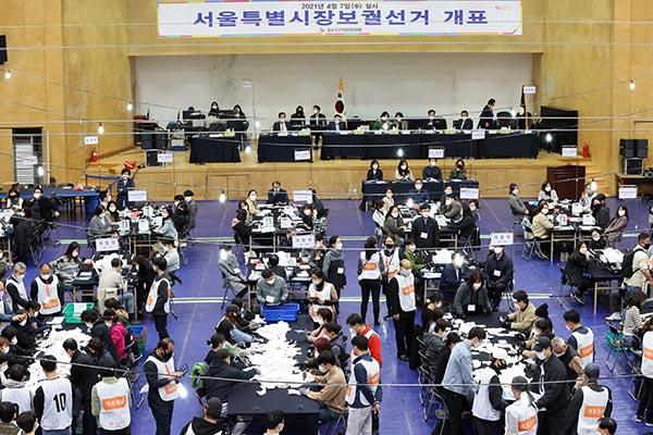 Nachwahlen: Wahlbeteiligung erreicht 58,2 Prozent in Seoul, 52,7 Prozent in Busan