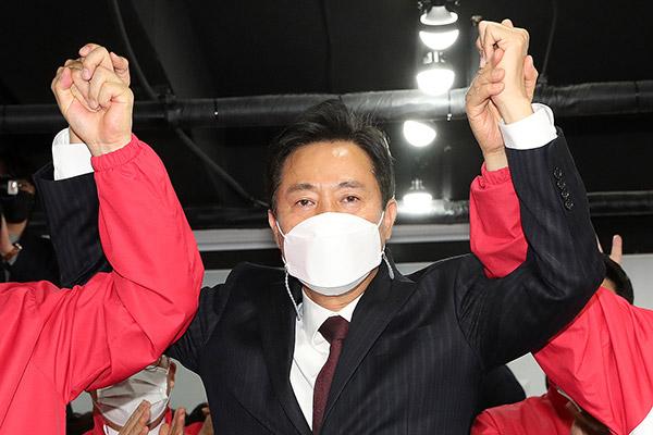 Oposición logra las alcaldías de Seúl y Busan en las parciales