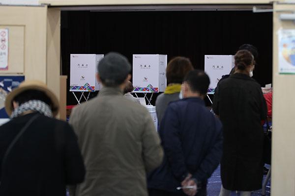 ソウル・釜山市長選など投票率 午後3時現在で42.9%