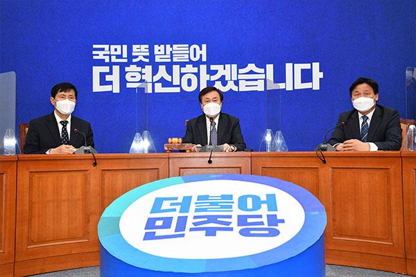 ソウル・釜山市長選惨敗を受け 与党指導部が総退陣を表明