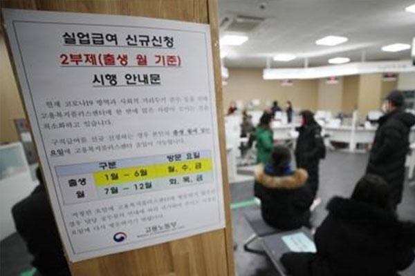 Zahl der Arbeitslosengeldbezieher im März auf Rekordhoch gestiegen