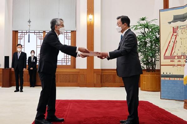 Fukushima : Moon Jae-in fait état de la préoccupation de Séoul au nouvel ambassadeur du Japon