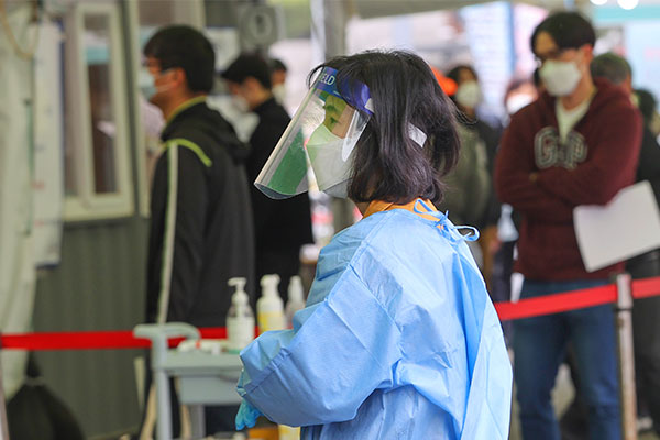 S. Korea's Daily COVID-19 Cases over 700 for Second Day