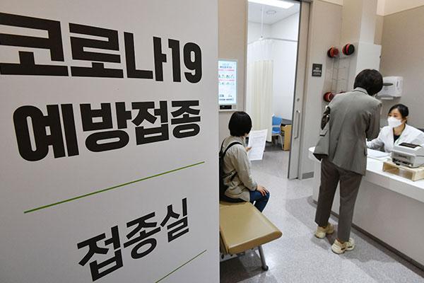 Gobierno promete acelerar campaña de vacunas pese a la escasez