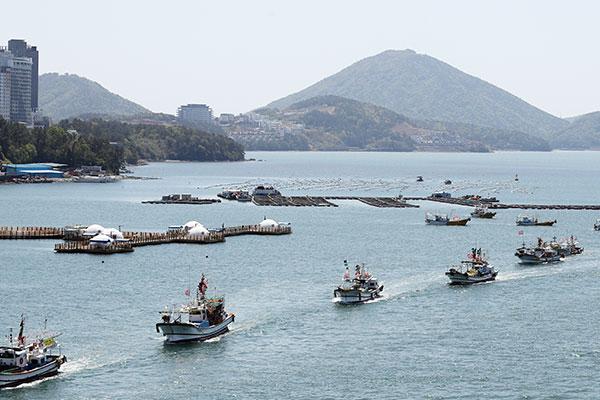 韩渔民纷纷举行海上示威反对日本排放核污水