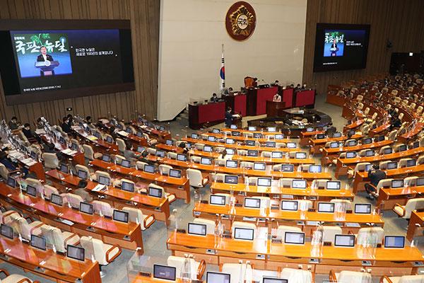 Comienza interpelación parlamentaria sobre política y diplomacia