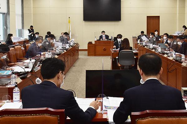 Парламентский комитет одобрил законопроект о предотвращении конфликта интересов госслужащих