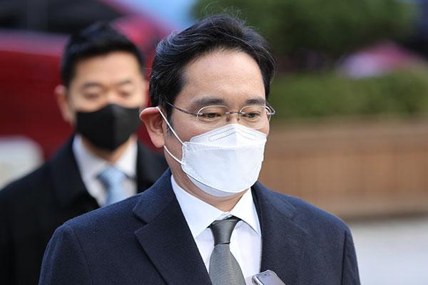 """李在镕出庭接受""""三星合并案""""审理 当庭主张无罪"""