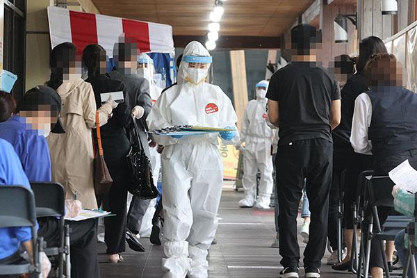 韩新增797例新冠病例 海军一军舰出现集体感染