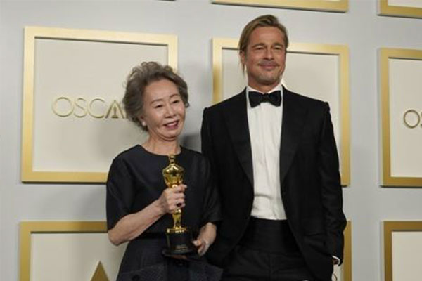 Präsident Moon gratuliert Youn Yuh-jung zum Oscar-Gewinn