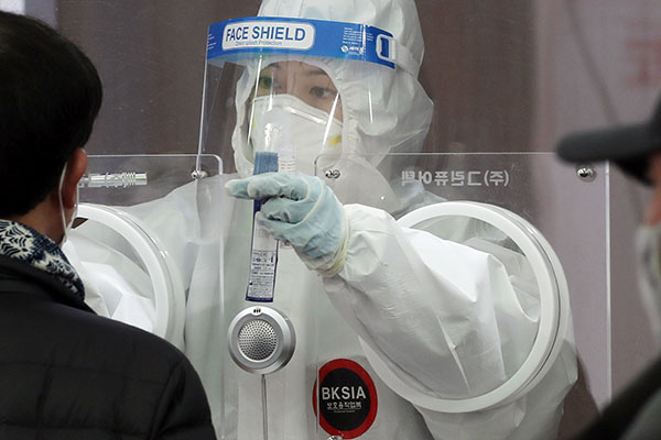 S. Korea's Daily COVID-19 Cases Fall to 564