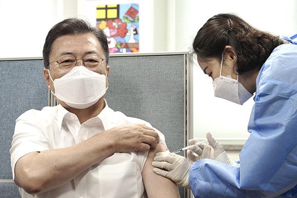 文在寅接种第2剂阿斯利康新冠疫苗
