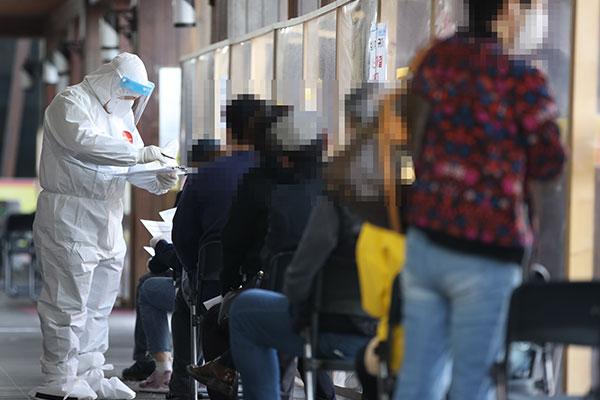 كوريا الجنوبية تسجل أكثر من 500 حالة إصابة جديدة بفيروس كورونا