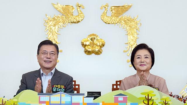 Präsident Moon hält zum Kindertag Online-Treffen mit Kindern ab