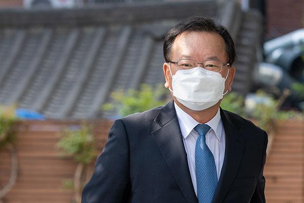 Кандидат на пост премьер-министра РК против отправки листовок