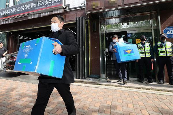 北韓批判ビラ散布で 警察が脱北者団体の事務所を家宅捜査