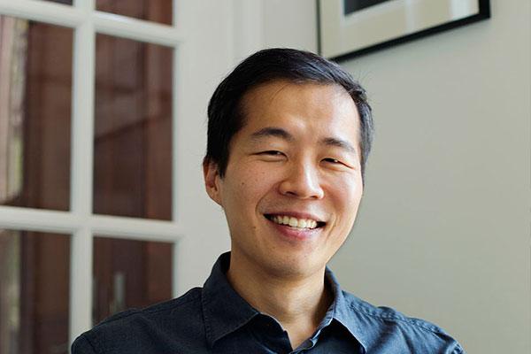 Lee Isaac Chung y Black Pink figuran entre los asiáticos más influyentes